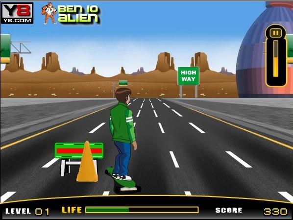 Бен 10 скейдборд на дороге